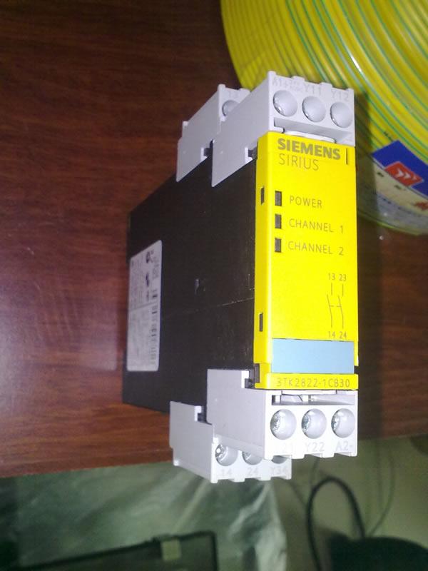 3tk2822 1cb30 3tk2822 1cb30 Sirius Safety Relay